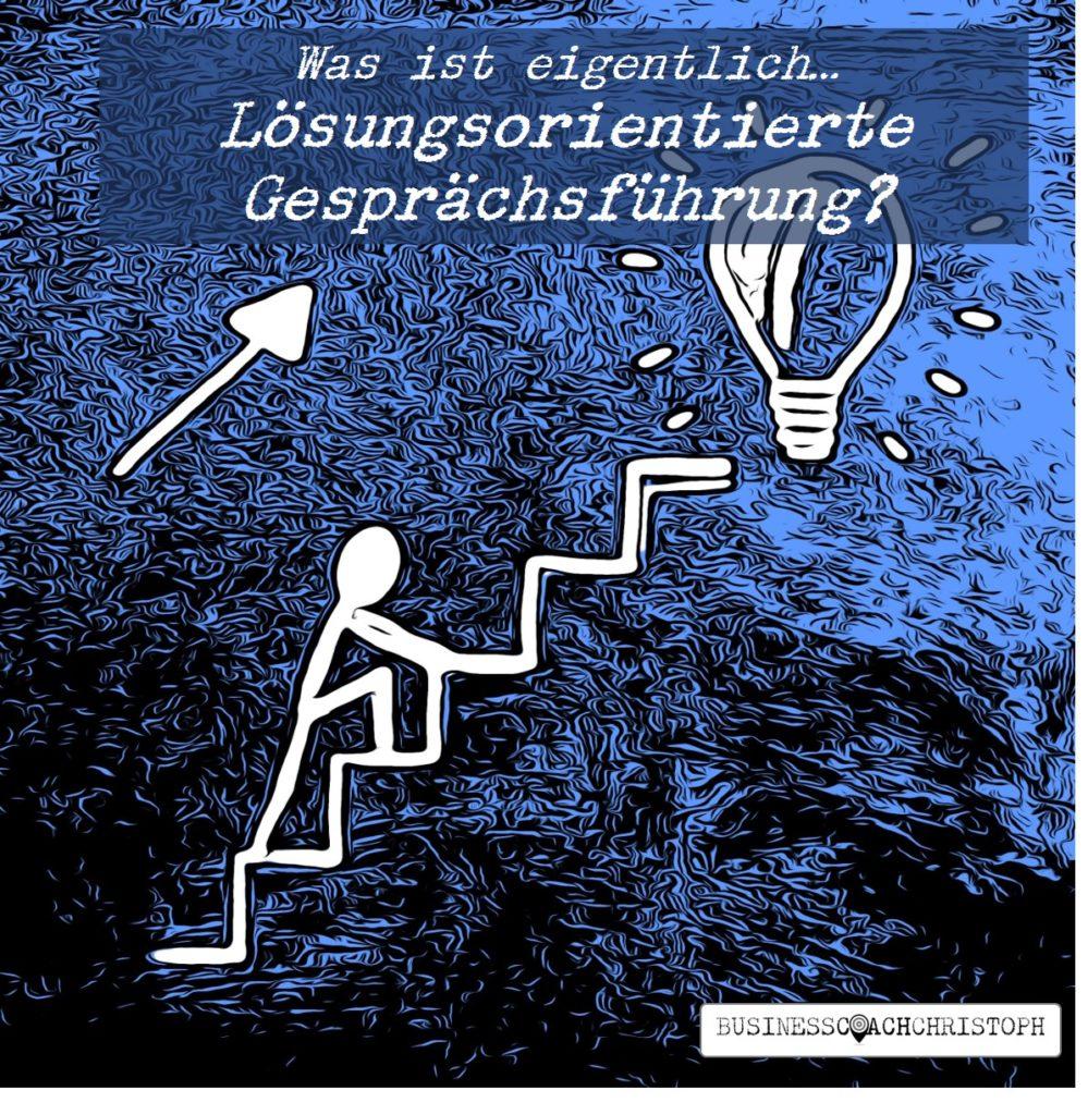 Strichmännchen steigt Treppe hoch zu einer Glühbirne